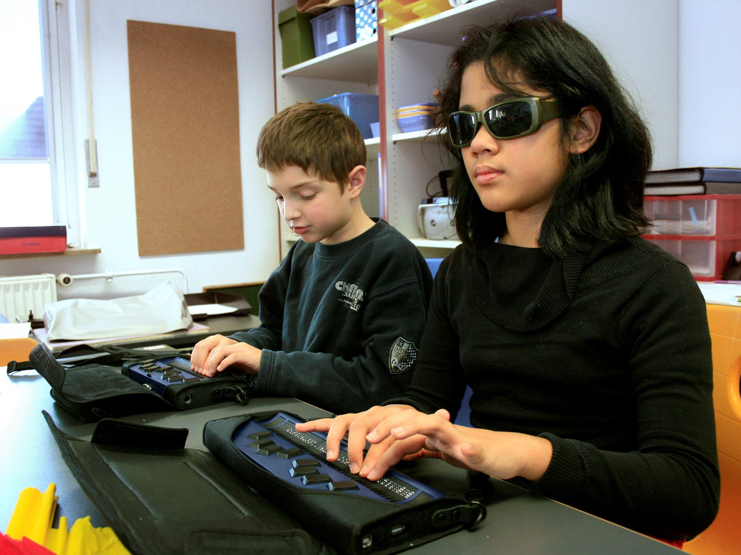 kinderen met active braille