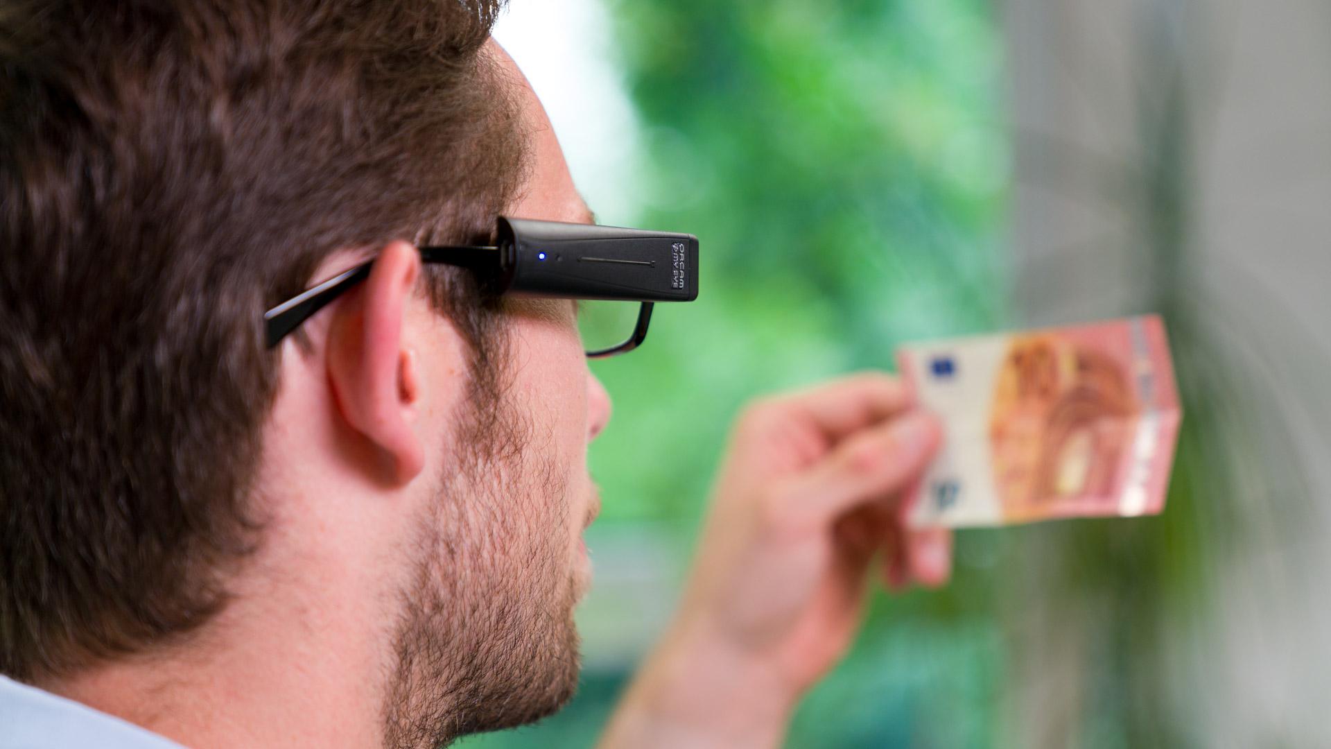 Orcam MyEye gebruikt om geld te identificeren